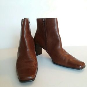 White Mountain brown leather side zip ankle boots